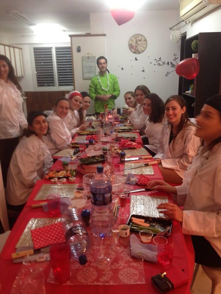 סדנת סושי - הפעלה למסיבת רווקות בחיפה - 1